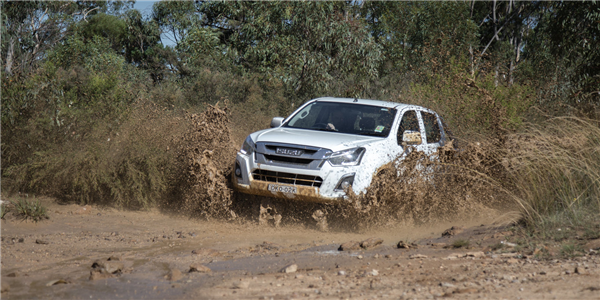 2017_dual-cab_ute_comparison_Toyota_HiLux_Isuzu_D-Max_Ford_Ranger_Volkswagen_Amarok_Mitsubishi_Triton_Holden_Colorado_CARD3-85.png
