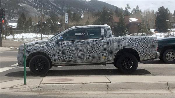 新款福特Ranger皮卡再曝光  是否引进国内受期待
