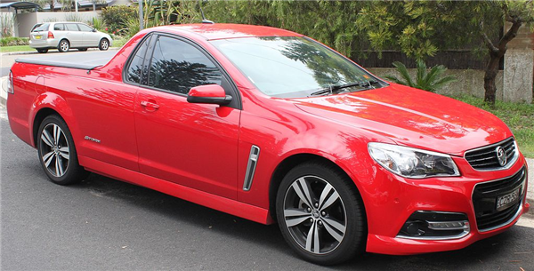 2015_Holden_Ute_(VF_MY15)_SV6_Storm_utility_(24991230696).png