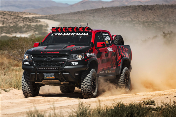 2017-chevrolet-colorado-zr2-best-in-the-desert-in-motion.png