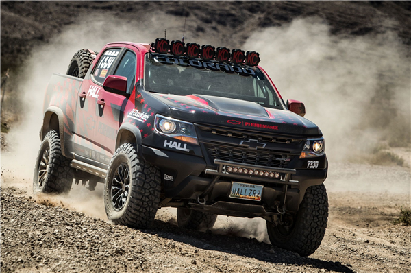 2017-chevrolet-colorado-zr2-best-in-the-desert-front-quarter.png
