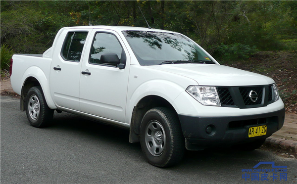 1280px-2005-2007_Nissan_Navara_(D40)_RX_4-door_utility_(2007-12-12)_01.png