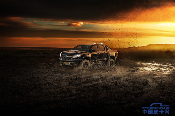 2018-Chevrolet-Colorado-ZR2-Midnight-Edition-088.png