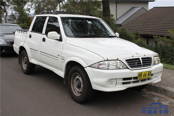 2005_SsangYong_Musso_Sports_utility_(24457000393).png