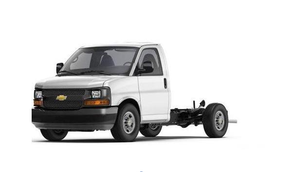 通用擴產暢銷皮卡 Navistar代工廂式車