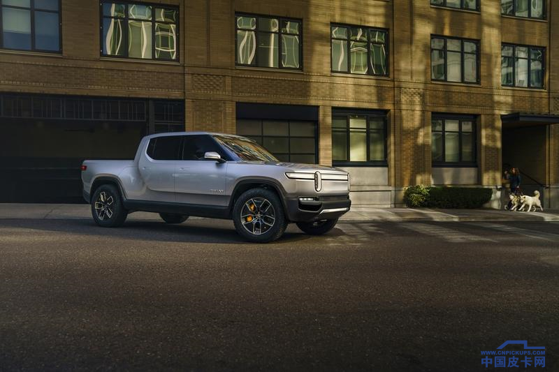 the-2020-rivian-r1t--33_800x0w.png