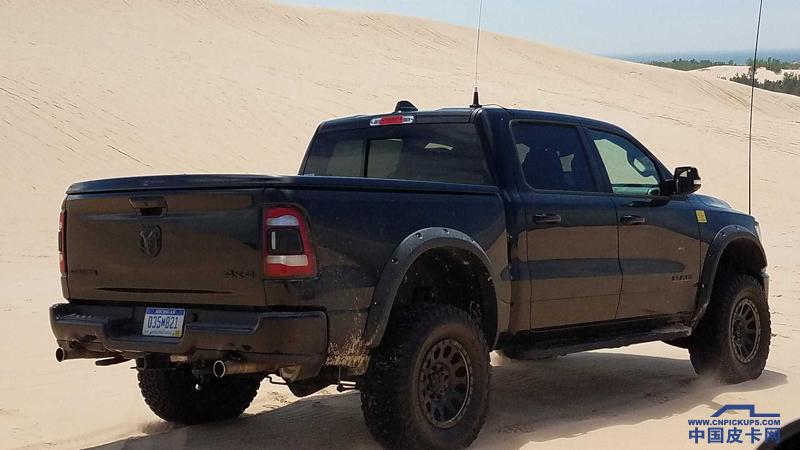搭载V8引擎 道奇Rebel TRX沙丘越野测试曝光
