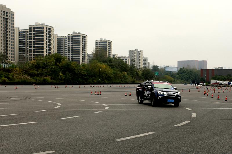 怎么秀高端操作? 皮卡年度车型评选之驭控安全篇