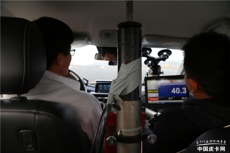 俘獲小姐姐芳心,長安凱程F70舉辦實車試駕直播會