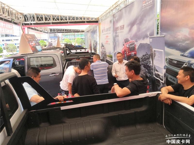 全新D-MAX惊艳皮卡中国行恩施站 多处升级获得好评