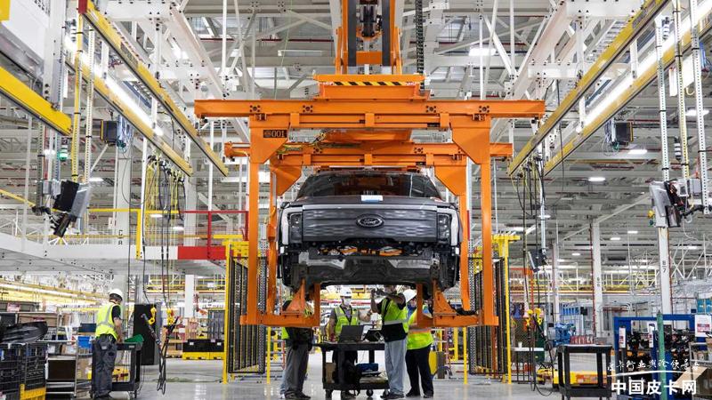 正式开启预生产 首辆福特F-150 Lightning下线