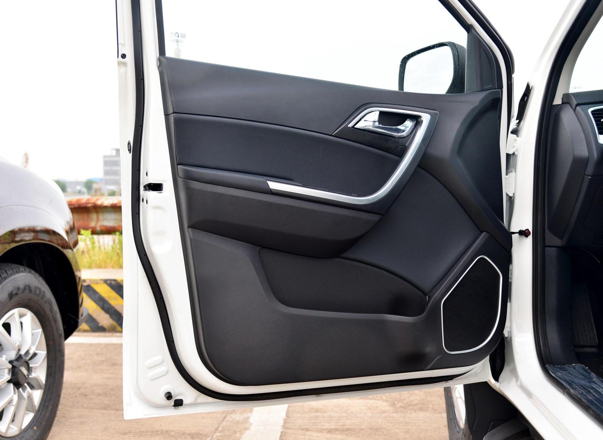域虎3车厢座椅